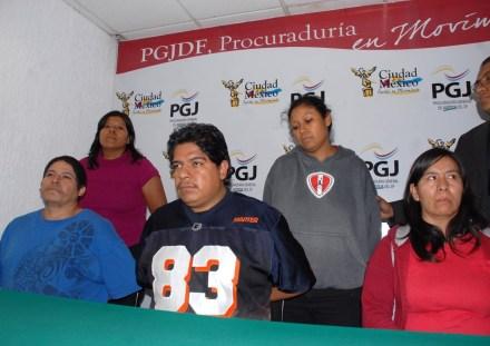 Jorge Antonio Iniestra Salas (azul), su madre Soledad Salas y sus hermanos Juan Carlos, Claudia y Ana Laura. Clara Tapia, en el extremo inferior derecho. Foto: PGJDF