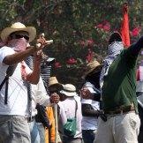 Arremeten maestros contra casa de gobierno en Chilpancingo. Foto: Germán Canseco