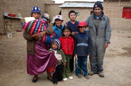 Una familia boliviana en El Alto. Foto: AP