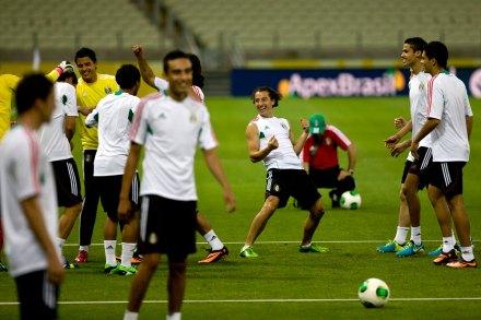 Entrenamiento de México rumbo al partido contra Brasil. Foto: Xinhua / Guillermo Arias