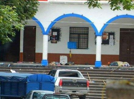 La escena de la masacre en la alcaldía en el municipio de Los Reyes, Michoacán. Foto: Valor por Michoacán