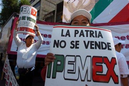 Uno de los mítines de Obrador en defensa del petróleo. Foto: Octavio Gómez