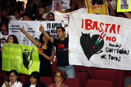 Protestan contra corridas de toros en Veracruz. Foto: Miguel Ángel Carmona