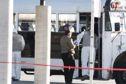 Homicidio en una unidad de transporte público en Juárez. Foto: Ricardo Ruiz.