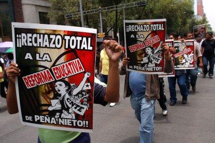 Maestros llevan protestas al Senado. Foto: Hugo Cruz