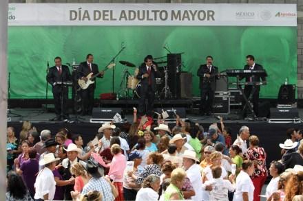 El baile de los abuelos en Monterrey. Foto: Víctor Hugo Valdivia