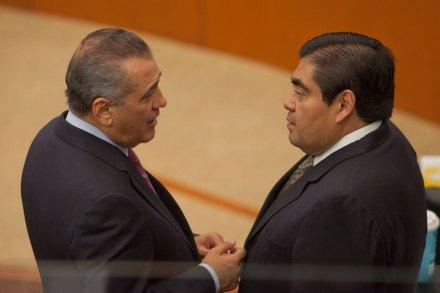Beltrones y Barbosa durante una sesión en el Senado. Foto: Miguel Dimayuga