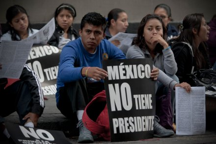 Maestros de la CNTE protestan en la SEP. Foto: Xinhua / Alejandro Ayala