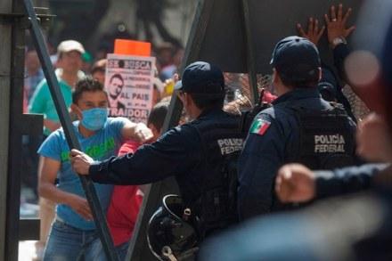 Protestas y represión. Foto: Octavio Gómez
