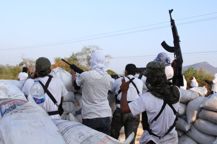 Autodefensa mantiene control en Zicuirán y la Huacana. Foto: Enrique Castro