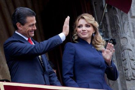 Enrique Peña Nieto y Angélica Rivera durante el desfile del 16 de septiembre. Foto: Eduardo Miranda