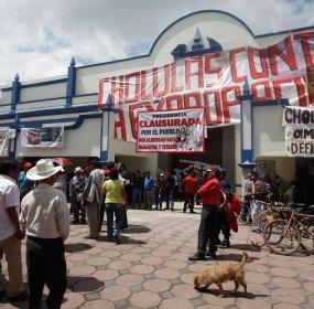 Los opositores al proyecto de Moreno Valle en Cholula. Foto: Víctor Hugo Rojas