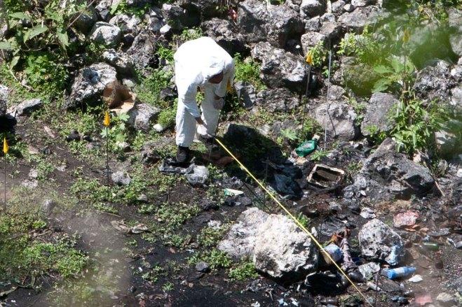 Peritos en busca de los normalistas desaparecidos, en Cocula, Guerrero. Foto: Germán Canseco