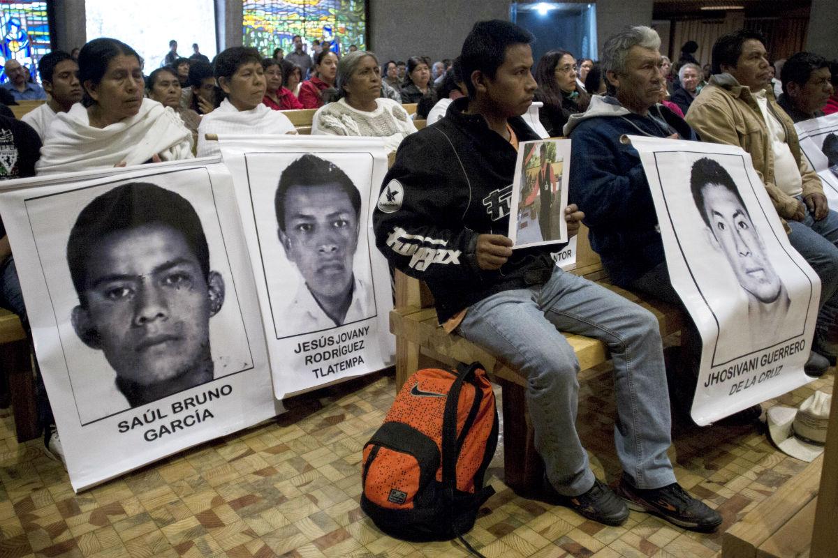 Familiares de Julio César Mondragón durante una misa en el DF. Foto: Alejandro Ayala/Xinhua