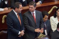 Eruviel Ávila y Rodrigo Medina durante el último informe de Mancera en el DF. Foto: Eduardo Miranda