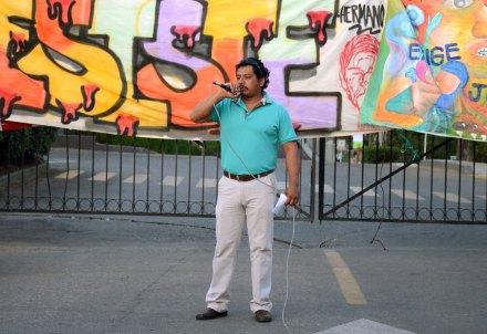 Othón Nazariega Segura, uno de los maestros detenidos, durante un mítin en Oaxaca. Foto: Jesús Cruz
