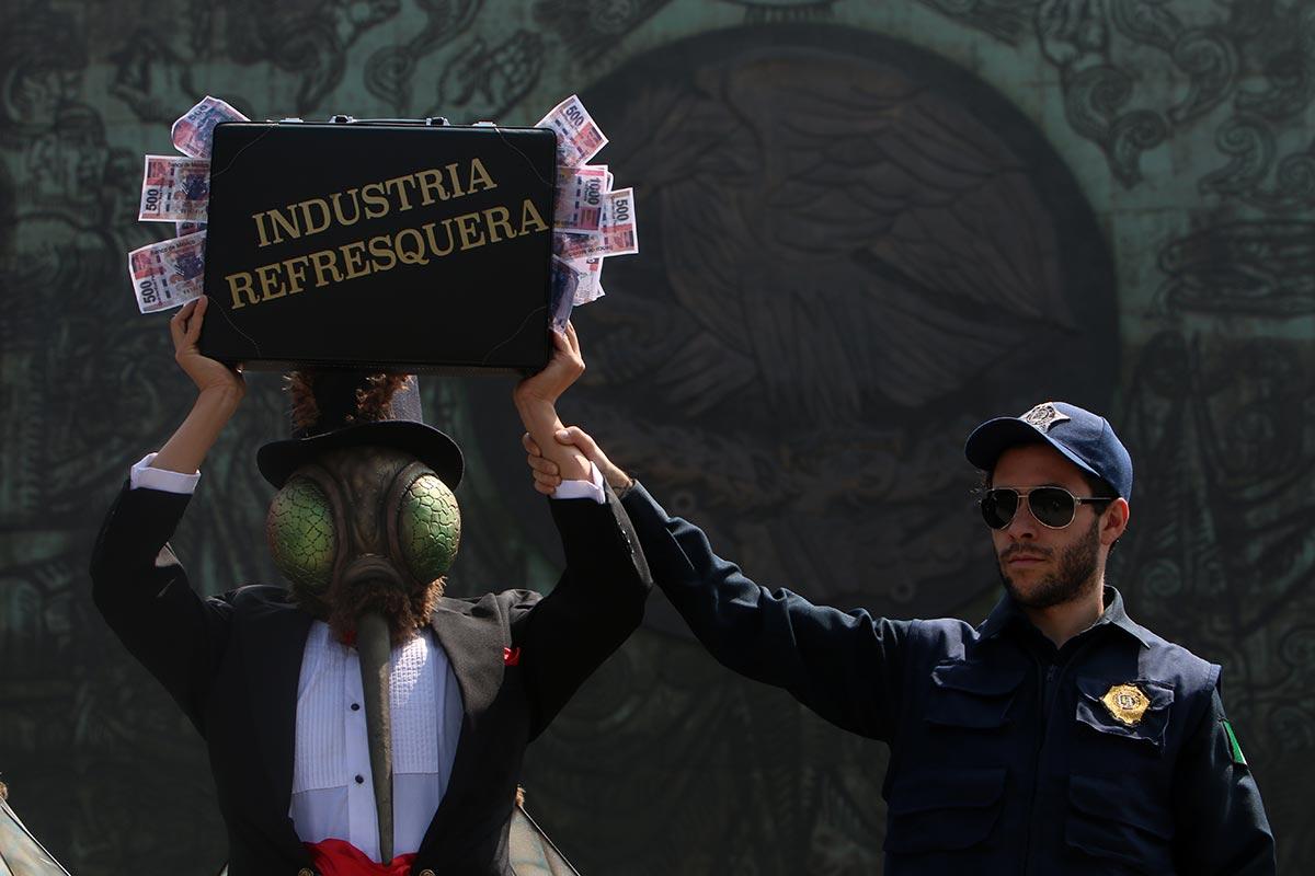 Activistas exigen a diputados controles para refresqueras. Foto: Hugo Cruz