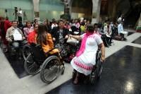 Mujeres en sillas de ruedas durante un foro en el Senado. Foto: Benjamin Flores