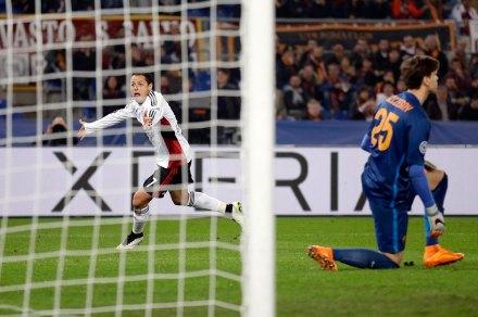 """Javier """"Chicharito"""" Hernández celebra su anotación contra Roma. Foto: AP / Andrew Medichini"""