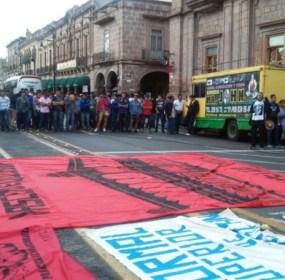 Protesta de normalistas en Michoacán. Foto: Especial