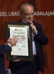 Entrega del galardón a Enrique Vila-Matas. Foto: Rafael del Río