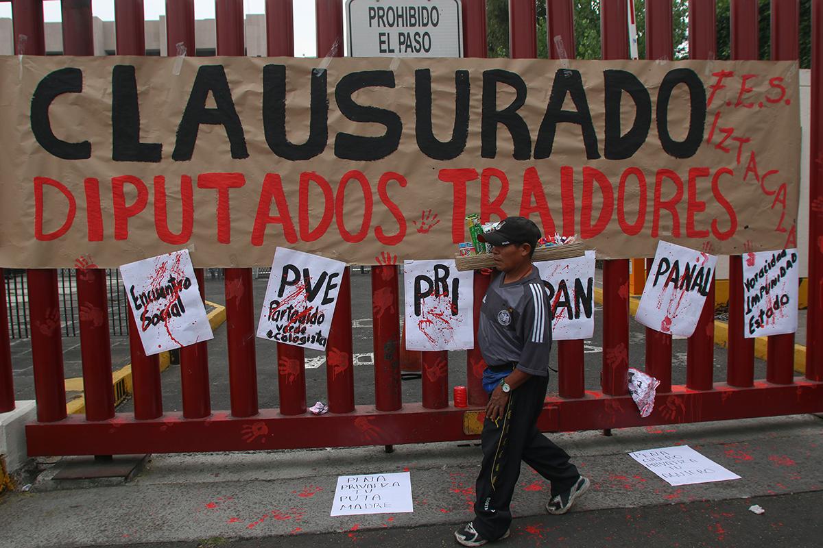 Sindicalistas protestan contra reforma al Pensionissste en San Lázaro. Foto: Hugo Cruz