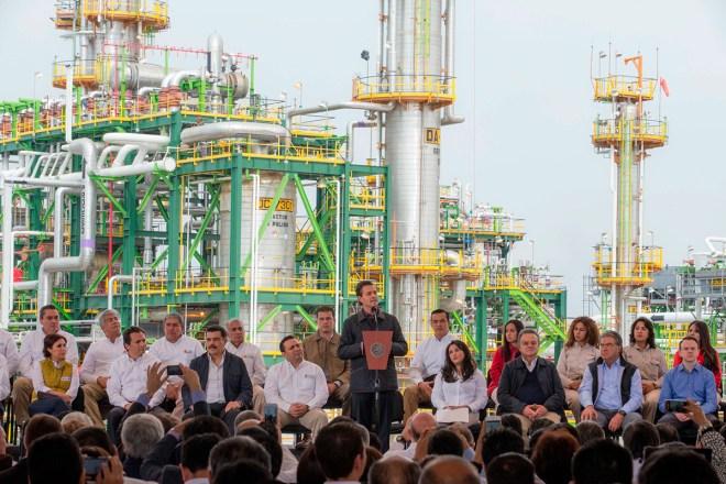 Peña durante el anuncio de nuevas inversiones en Pemex. Foto: Presidencia