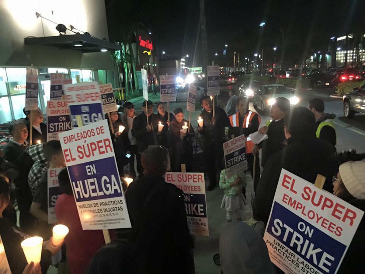 Trabajadores de El Super protestan en EU. Foto: UFCW