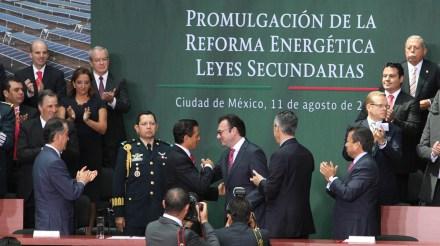 Peña y Videgaray durante la promulgación de la reforma energética en agosto de 2014. Foto: Benjamin Flores