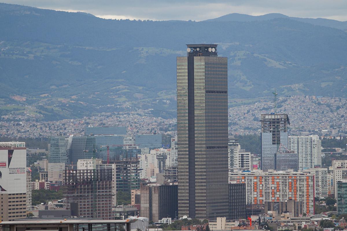 La torre de Pemex en la Ciudad de México. Foto: Eduardo Miranda
