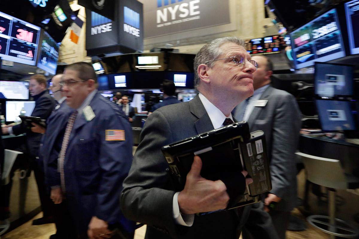 Un corredor de bolsa en Wall Street. Foto: AP / Richard Drew