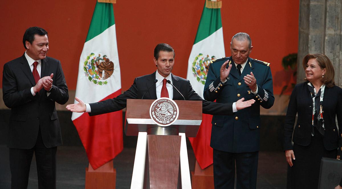 """Osorio, Peña, Cienfuegos y Gómez festinan la captura de Joaquín """"El Chapo"""" Guzmán. Foto: Benjamin Flores"""
