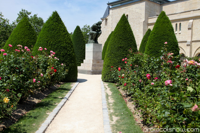 Rodin Thinker statue garden