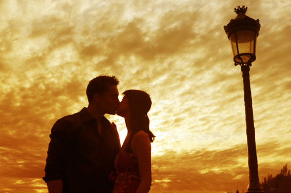 Taiwanese girl kiss 100 paris men project