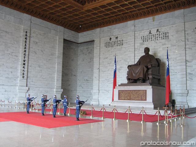 Taipei Taiwan Chiang Kai Shek memorial soldiers
