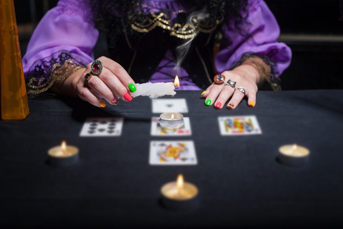 physic medium telling fortunes with tarot cards