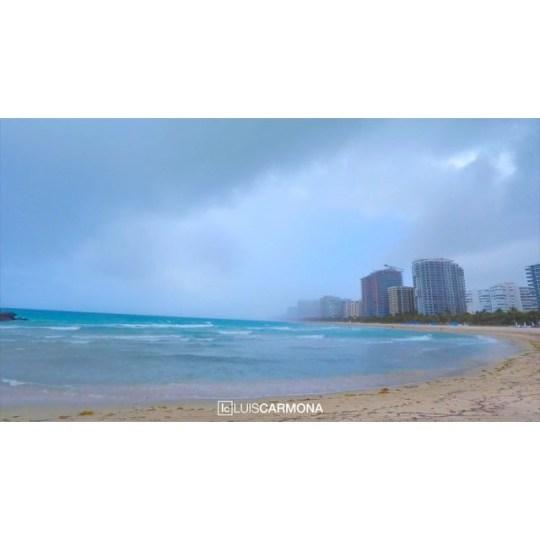 Cut in the rain. Pegasus vs Dragon. #gulfstream #balharbour #rain #ocean #beach #casino #timelapse #gopro @gopro #letusdotheworkforyou #puertoricounder #luiscarmona film/edit: Luis Carmona @letusdotheworkforyou @luiscarmona @puertoricounder