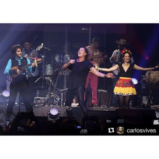 #Repost @carlosvives・・・El talento y la alegría de @monsieurperine hoy en nuestro show en #Paris merci @madameperine #MonsieurPerine #VivesenParis #LaProvincia photo: #luiscarmona @letusdotheworkforyou @puertoricounder @luiscarmona