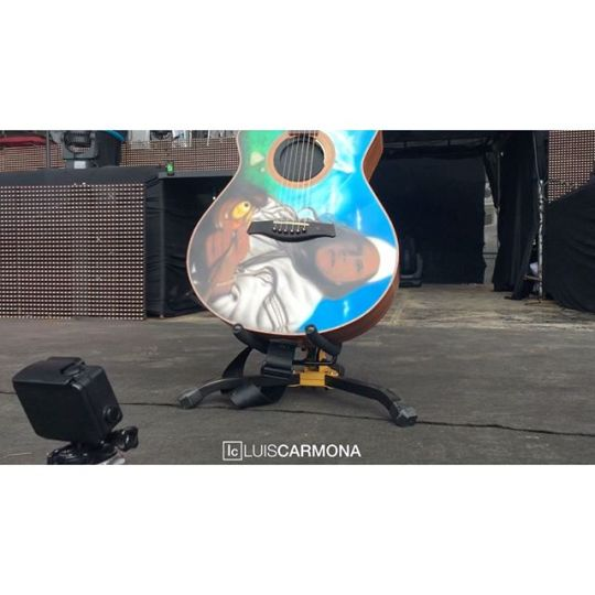 A @gopro meet a piece of history in the latin music industry @carlosvives #guitar #indians #indios #carlosvives #latingrammys #grammys #santamarta #vallenato #teamvives #gopro shot: Luis Carmona @puertoricounder @letusdotheworkforyou @luiscarmona