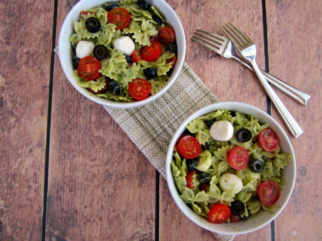 pesto mozzarella pasta salad1 1024x768 Pesto Mozzarella Pasta Salad