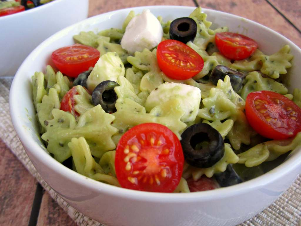pesto mozzarella pasta salad7 1024x768 Pesto Mozzarella Pasta Salad
