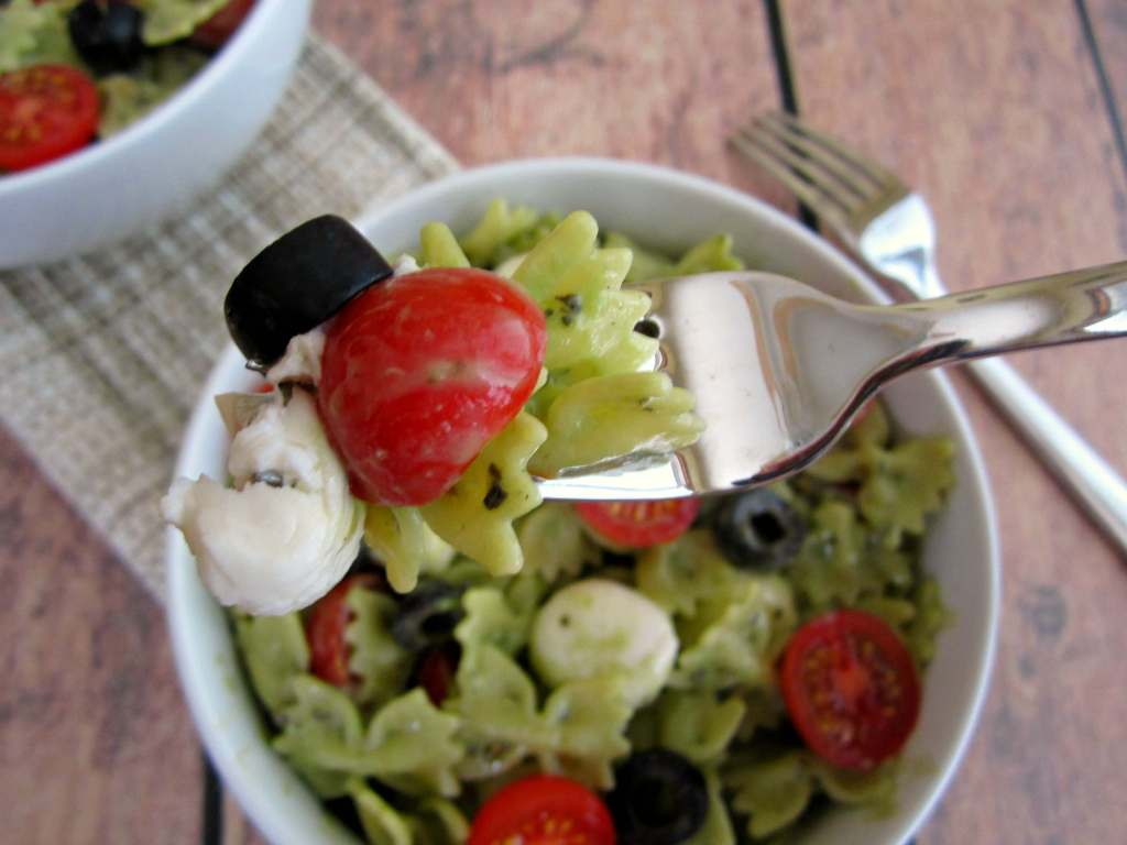 pesto mozzarella pasta salad8 1024x768 Pesto Mozzarella Pasta Salad