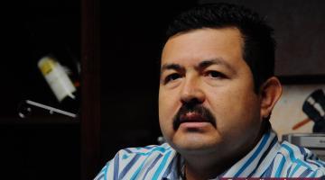 Romeo Gelinec Galindo regidor del PAN denuncia a su compañera de cabildo Maricela Angulo de usar maquinaria del Ayuntamiento en beneficio familiar.