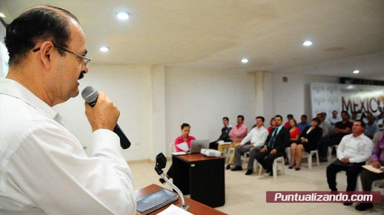 Alonso Higuera informa a los socios sobre las acciones realizadas durante el año anterior.