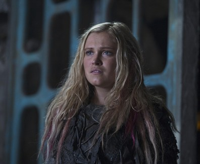 """The 100 -- """"Ye Who Enter Here"""" -- ImageHU303A_0136 --Pictured:Eliza Taylor as Clarke -- Credit: -- Cate Cameron/The CW -- © 2016 The CW Network, LLC. All Rights Reserved"""