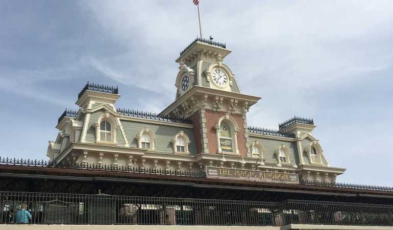 4 Survival Tips For Traveling to Disney's Magic Kingdom in a Group