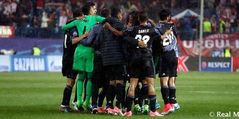 Keylor celebra con las estrellas del Real Madrid. Foto realmadrid.com