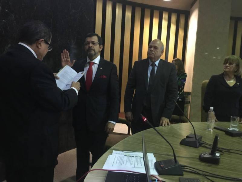 Magistrado Carlos Chinchilla juramentación ante Corte plena. Foto Facebook