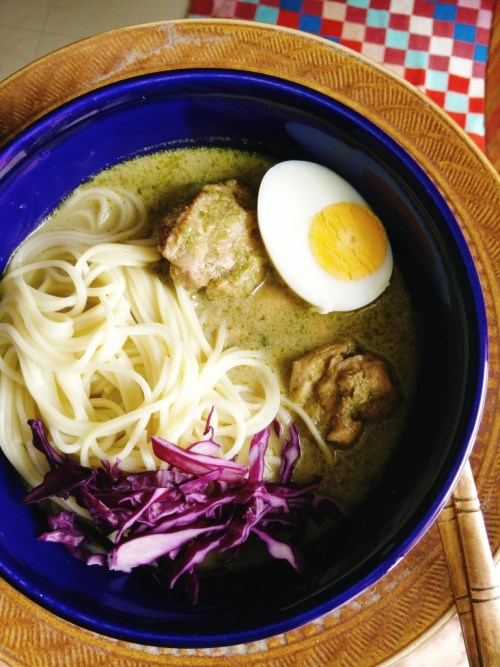 noodles with chicken in green curry