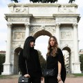 Come ravvivare un look total black: 2 idee outfit